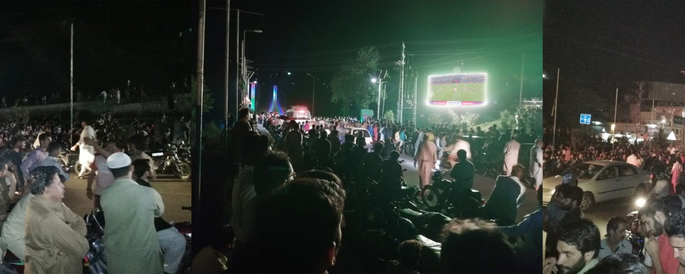 Muzafarrabad:A huge crowed enjoying the Jubilating momemts of Pak Vs New zealand match on state of art screen powered by AJ&K IT board.