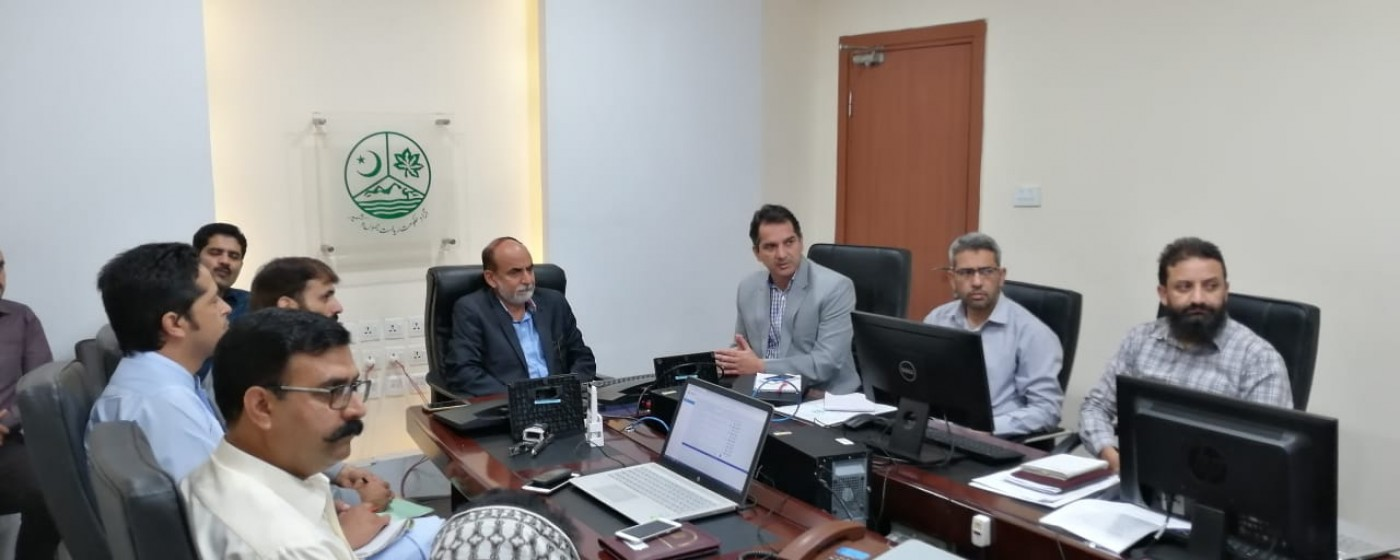Muzaffarabad: Director General ITB AJ&K Dr. Khalid Rafique gives briefing on completed and on going projects of IT Board to Chairman Inspection and Implementation Commission Zahid Ameen Kashif.
